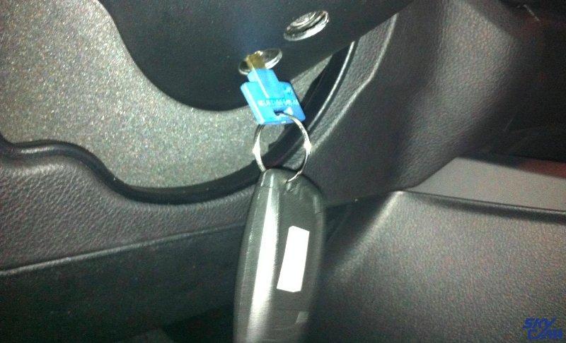 BMW Pin Lock sa original Multi Lock ključevima i karticom.